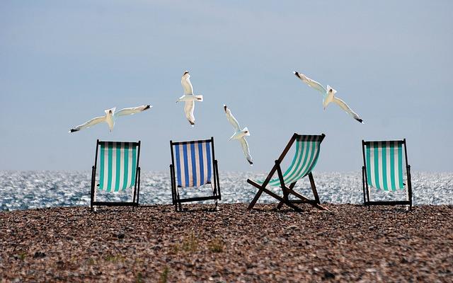 rackové na pláži