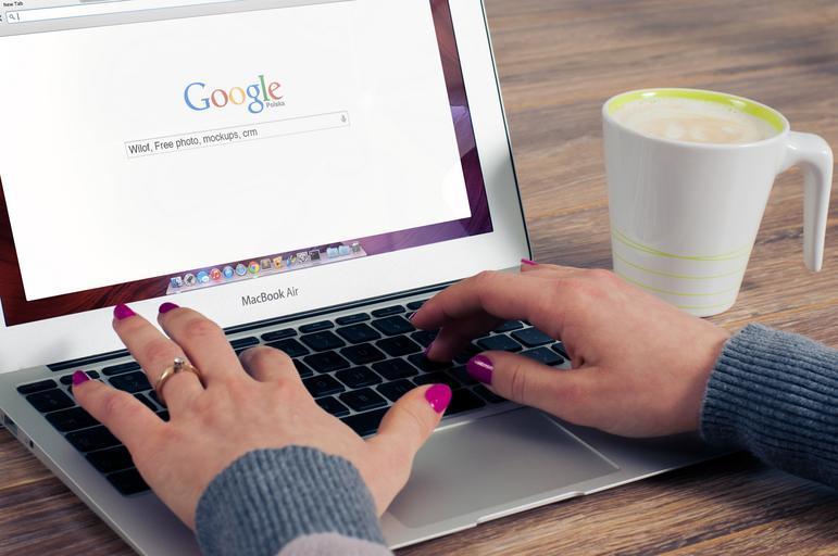 - Laptop, Google
